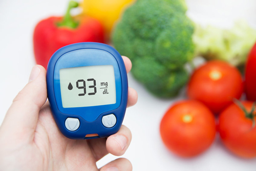 Men can fight Type 2 diabetes with home remedies to reduce blood sugar.