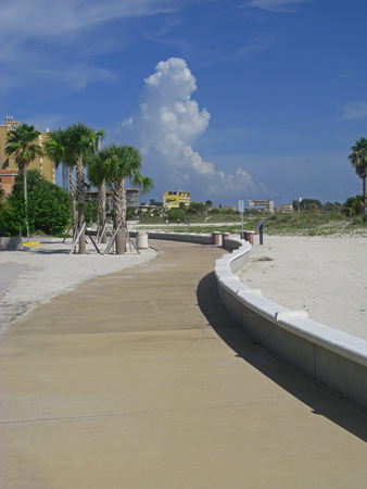 Looking south along the Treasure Island Beachtrail.