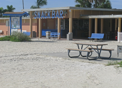 Municipal Beach is a quiet place during the early morning on the Treasure Island Beachtrail.