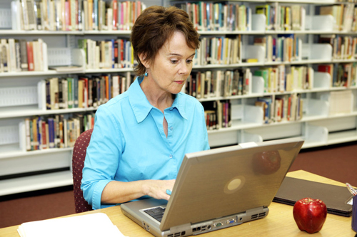 Intellectual stimulation is one of the ways women can help reduce their risk to Alzheimer's disease.