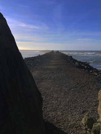 The jetty at Barview Jetty Park extends about 8000' into the Pacific Ocean.