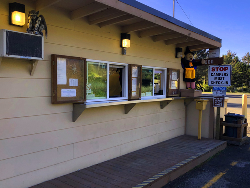 The ranger station/information center at Barview Jetty Park campground.